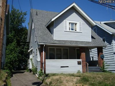 98 Shaker Dr, Akron, OH