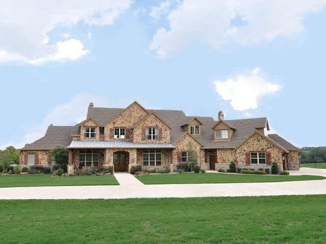 Celebrity homes texas styled ranch home on 25 acres in for Texas farm houses