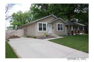135 W Washington St, Collinsville, IL 62234