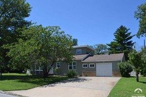 841 Rockledge Rd, Lawrence, KS 66049