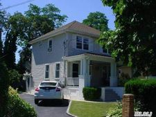 23 Edgewood Rd, Port Washington, NY 11050