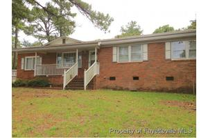 6148 Louise St, Fayetteville, NC 28314