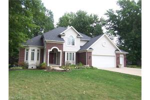 934 Barberry Cir, Amherst, OH 44001