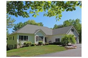 76 Queens Rd, Leominster, MA 01453