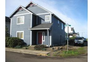 955 NW Spring St, Newport, OR 97365