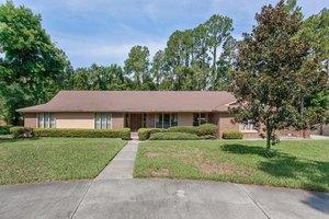 8148 Hollyridge Rd, Jacksonville, FL 32256