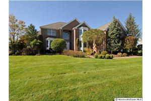 105 Palisade Dr, Freehold, NJ 07728