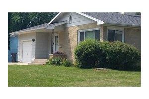 4533 Ozark St NE, Cedar Rapids, IA 52402