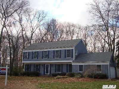 6 White Birch Cir, Miller Place, NY