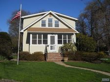 367 Fairview Ave, Midland Park, NJ 07432