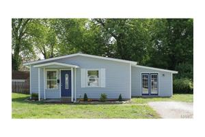 112 S 5th St, Pacific, MO 63069