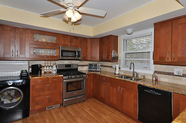 1818 e kensington rd arlington heights il 60004 for Kitchen cabinets 60004