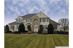 79 Summit Dr, Freehold Twp, NJ 07728