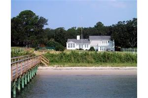 306 River Dr, Southport, NC 28461