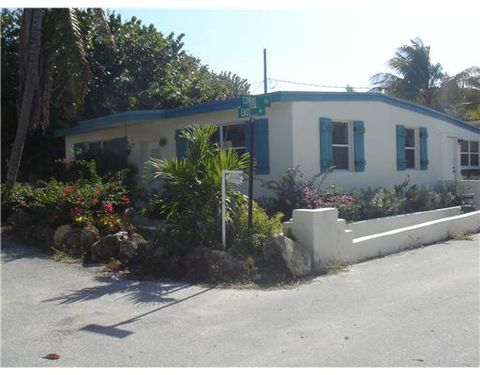 Photo of 200 Coral Rd, Boynton Beach, FL 33435