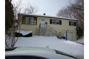 25 Camp Pl, Bridgeport, CT 06606