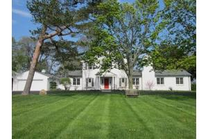 3850 N Lake Dr, Shorewood, WI 53211
