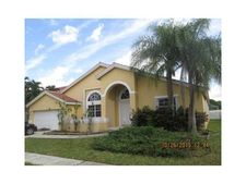 935 Nw 203rd Ave, Pembroke Pines, FL 33029