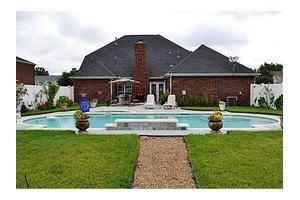 310 Laurel Trail Dr, Terrell, TX 75160