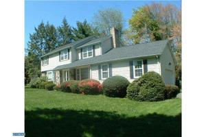 22 Crown Rd, EWING, NJ 08638