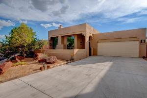 2305 Calle De Real NW, Albuquerque, NM 87104