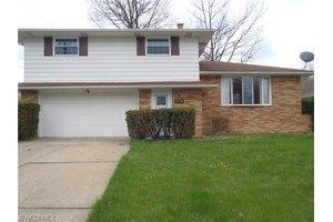 376 Calvin Dr, Seven Hills, OH 44131
