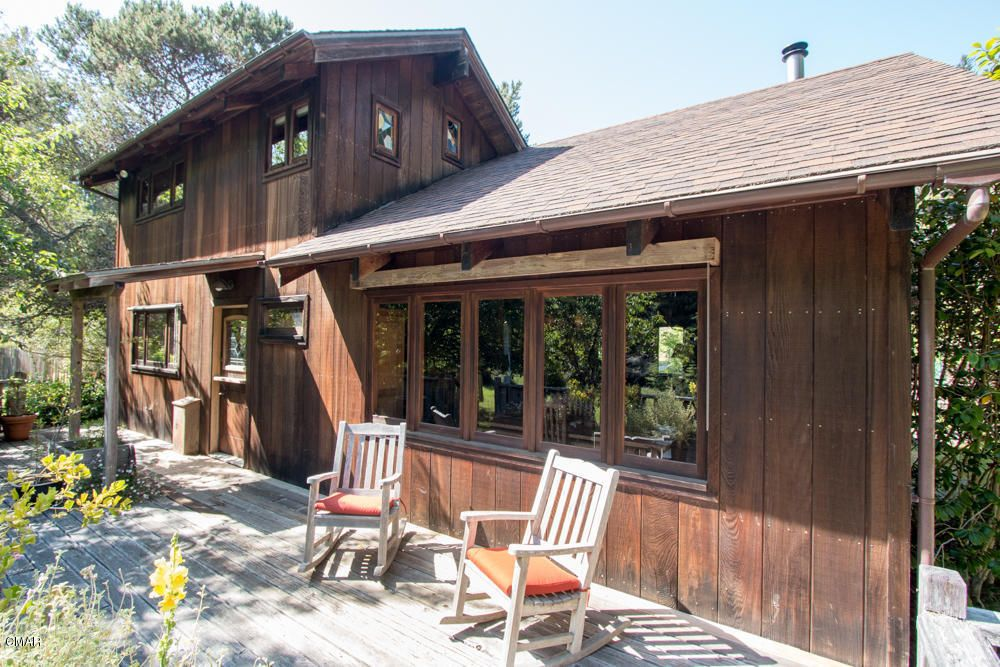 comptche singles Mendocino ca: established in 1972, stanford inn's catch a canoe & bicycles, too provides a wide selection of kayaks, canoes, outriggers, and bicycles for exploring beautiful big river and the northern coast of california.