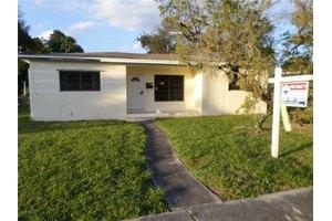 1051 NE 151st St, North Miami, FL 33162
