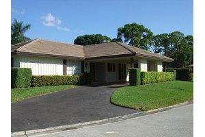 461 Forestview Dr, Atlantis, FL 33462