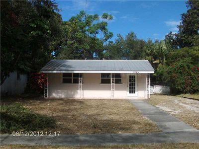 1085 Patterson Dr, Sarasota, FL