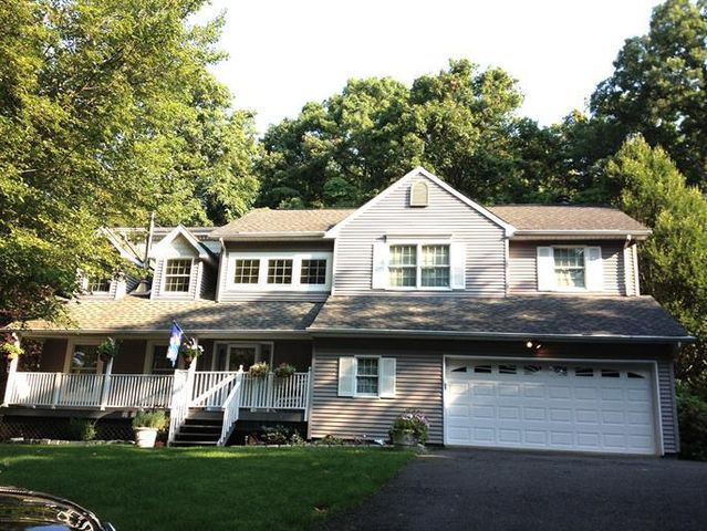 2 Scandell Ct, Tomkins Cove, NY