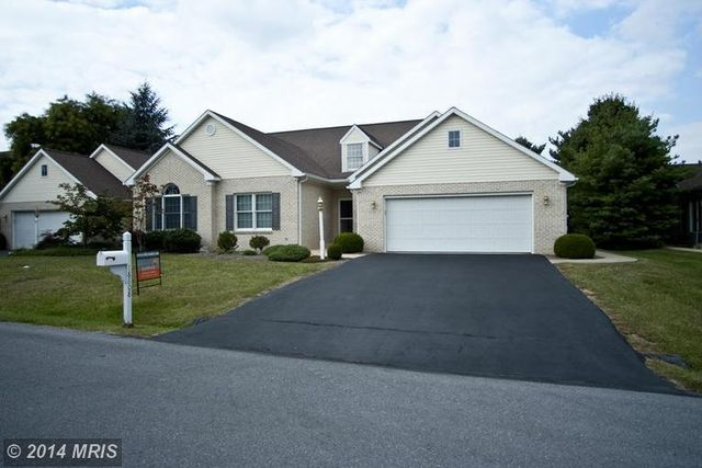 18808 Dover Dr, Hagerstown, MD