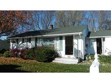 21 Marshall Ln, Middletown, RI 02842