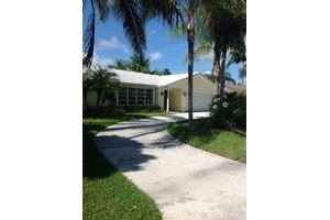 4364 Butternut St, Palm Beach Gardens, FL 33410