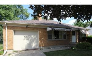 682 Summit St, Elgin, IL 60120
