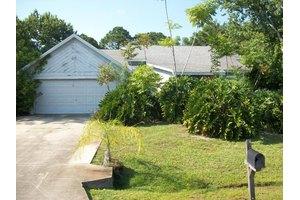 1721 Monrovia St NW, Palm Bay, FL 32907