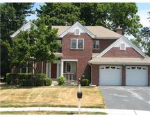 5 Buttonwood Dr, Piscataway, NJ 08854