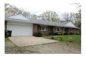 1155 E Springfield Rd, Sullivan, MO 63080