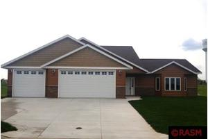 1909 Rock Ridge Ln, St. Peter, MN 56082