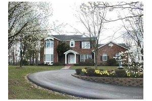 980 E Vine St, Sullivan, MO 63080