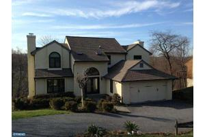 12 Fly Way Dr, Newtown Square, PA 19073