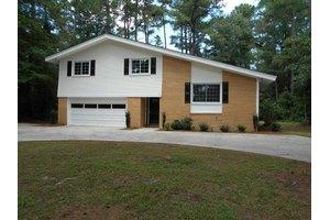 531 Parkwood Ln, Goldsboro, NC 27530