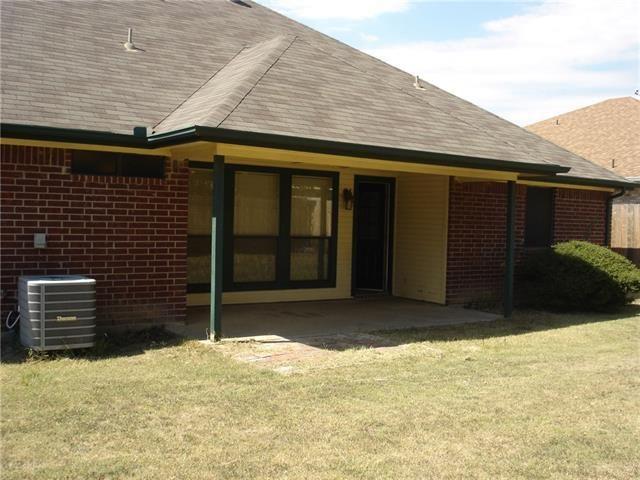 1124 Windy Meadows Dr, Burleson, TX 76028