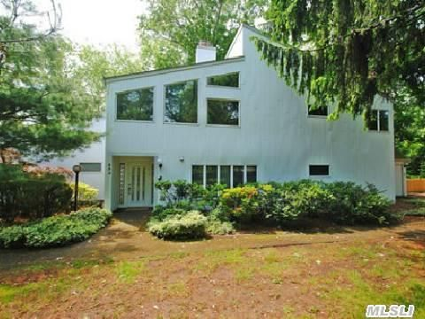335 I U Willets Rd, Roslyn Heights, NY 11577