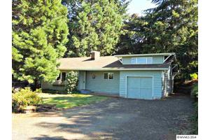 281 6th St, Scotts Mills, OR 97375