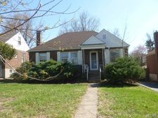 9202 Meadowbrook Ln, St Louis, MO 63114