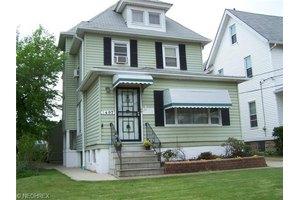 1497 Robinwood Ave, Lakewood, OH 44107