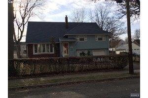 38 Voorhees St, Teaneck, NJ 07666