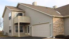 7946 Royal Oaks Rd, Rockford, IL 61107