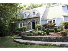 5 High Wood Rd, Hyde Park, NY 12580